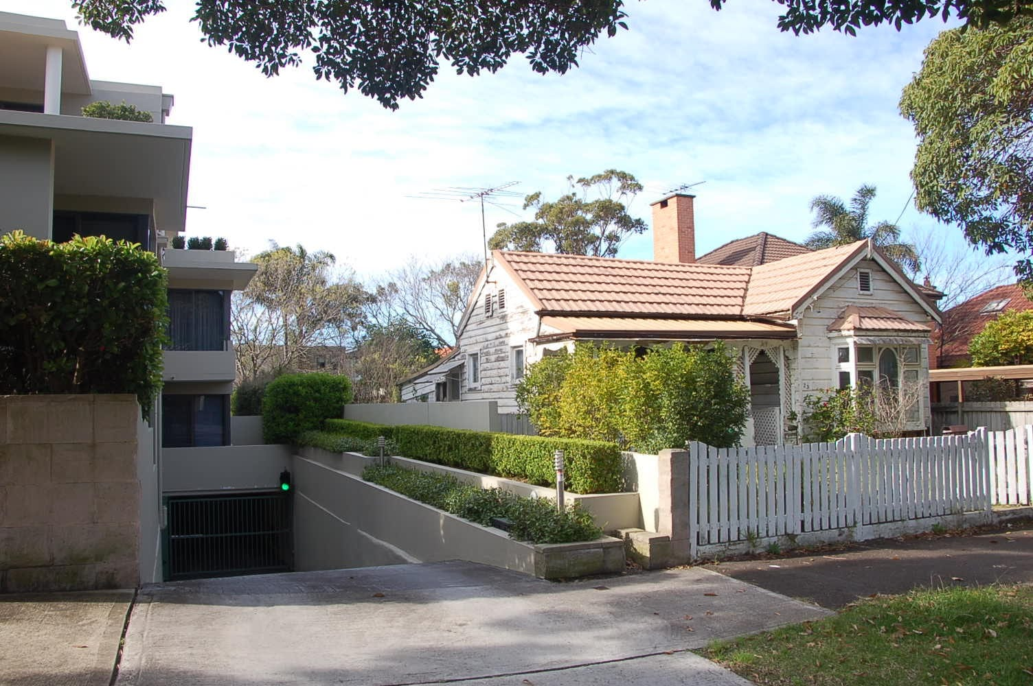Figure 1. The heritage listed timber cottage before the conservation works (2014)